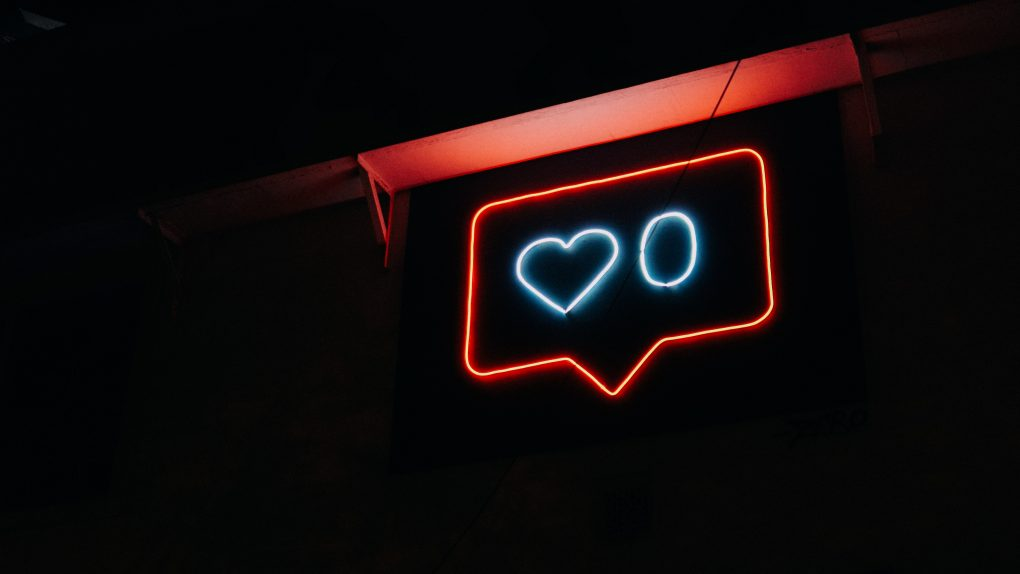 Facebook like ir Instagram širdelė